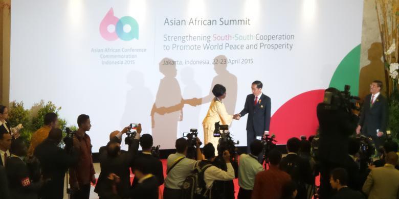 Gaya Jokowi Sambut Para Tamu Konferensi Asia Afrika
