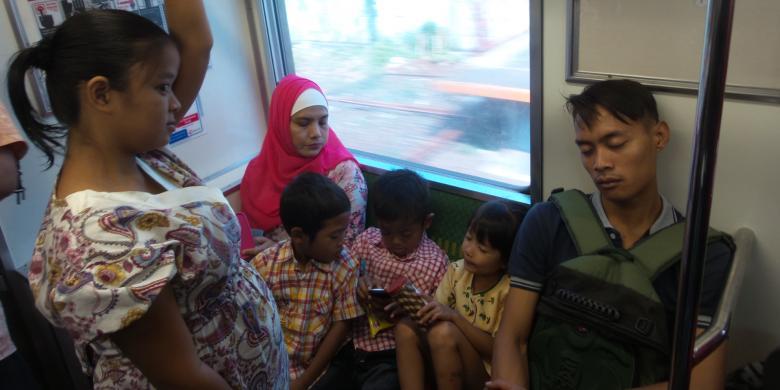 Duduki Kursi Prioritas, Pria Ini Tak Pedulikan Ibu Hamil