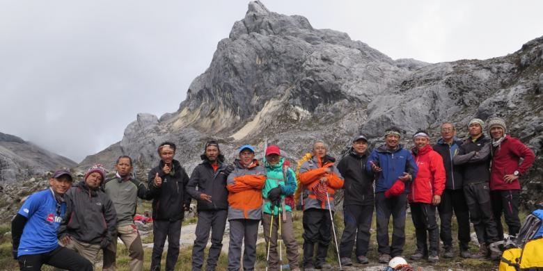 Seberapa Mahal Pendakian Gunung Carstensz Di Papua?