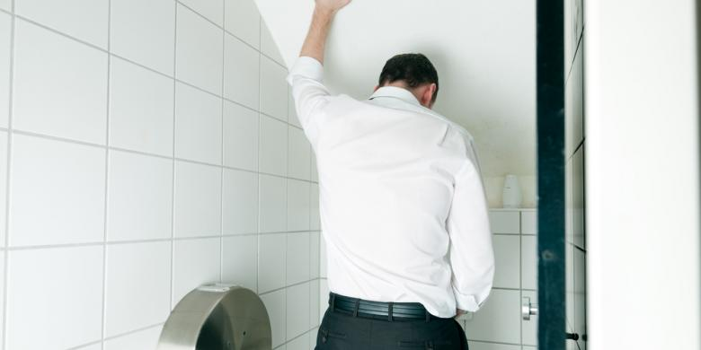 Waspadai Buang Air Kecil Terlalu Sering pada Pria
