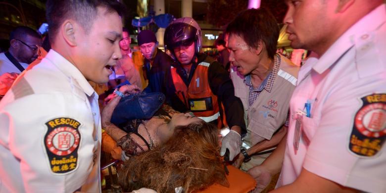 Bom Di Dekat Kuil Erawan Pusat Kota Bangkok Senin 1782015 Malam