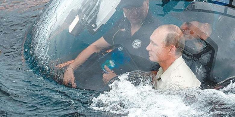 Putin Naik Kapal Selam Mini ke Reruntuhan Kapal di Lepas Pantai Crimea