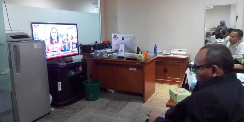 anggota dprd geleng geleng tonton bentrok kung pulo