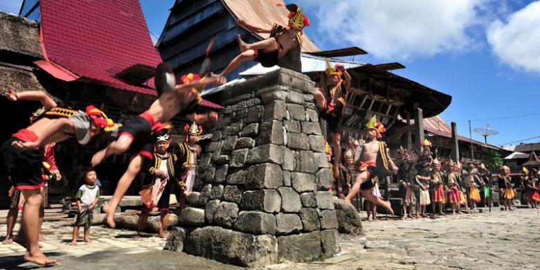 Wisata Nias Sumatera Utara : Tradisi Hombo Batu atau Lompat Batu