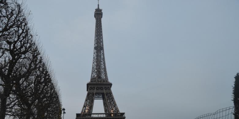 Terbang Ke Paris Mulai Dari Rp 8 Juta, Tertarik?