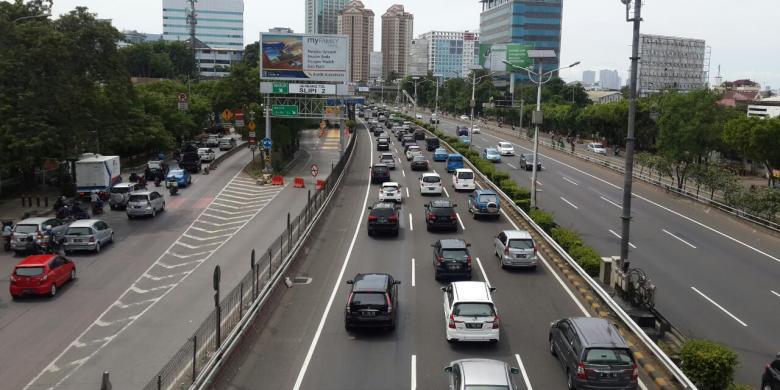 Jumlah Mobil yang Keluar dari Jakarta di Sejumlah Gerbang Tol Mulai Naik