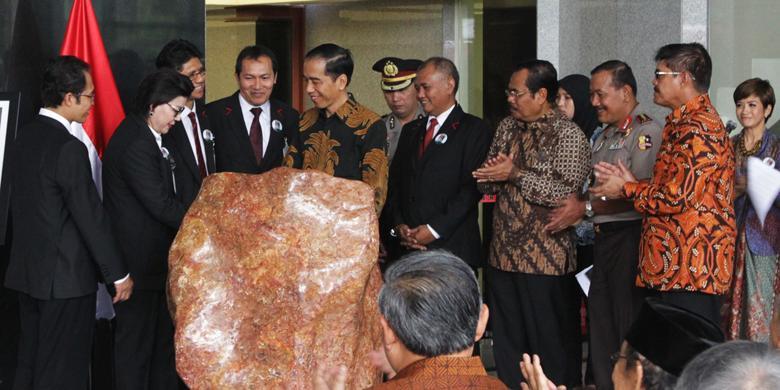 """Empat Gebrakan Pemerintahan Jokowi Mendorong Ekonomi dengan """"Menggadaikan"""" Hukum"""