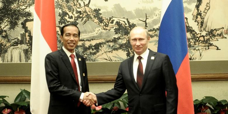 Jokowi Bertemu Vladimir Putin, Bahas Perdagangan hingga Kerja Sama Militer RI-Rusia