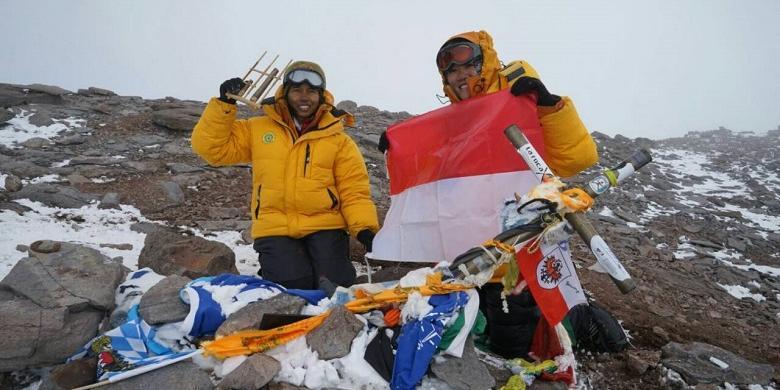Dipuji Jokowi Inilah Dua Perempuan Pendaki Gunung Aconcagua Argentina