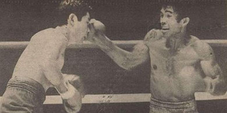 DOK. BOLA Ellyas Pical saat merobohkan Mutsuo Watanabe dan mempertahankan gelar juara OPBF, 14 Oktober 1984 | Bola