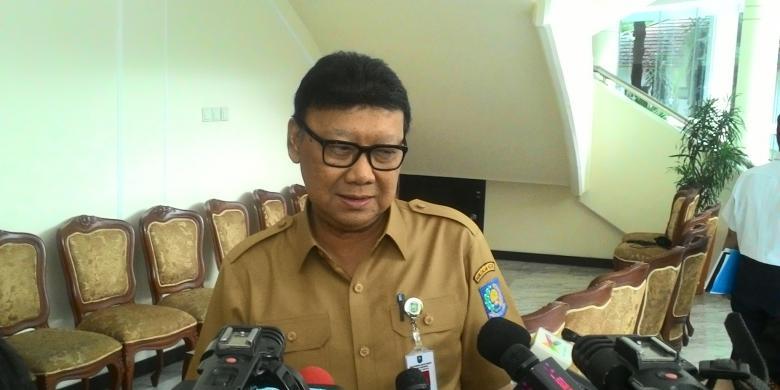 Menteri Dalam Negeri(Mendagri) Tjahjo Kumolo di Kantor Wakil Presiden, Jakarta, Selasa (16/2/2016)