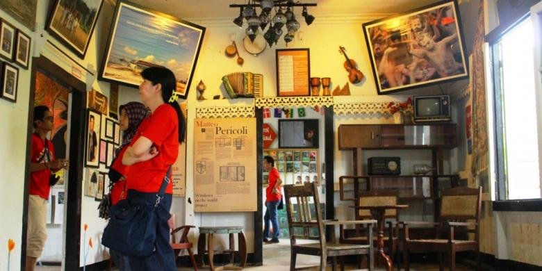 Paket Wisata Belitung, Rainbow Spirits Looking at the Museum of Andrea Hirata