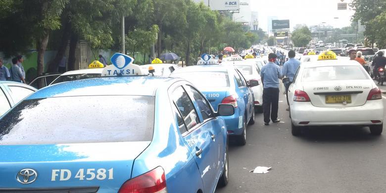 Untung, Loper Koran Dan Pak Pos Tak Unjuk Rasa Seperti Sopir Taksi…