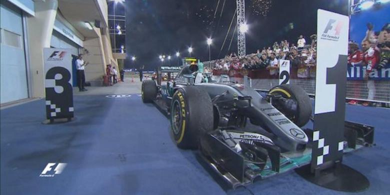 2346542nico rosberg 780x390 » Rosberg Menangi GP Bahrain, Rio Haryanto Catat Finis Pertamanya