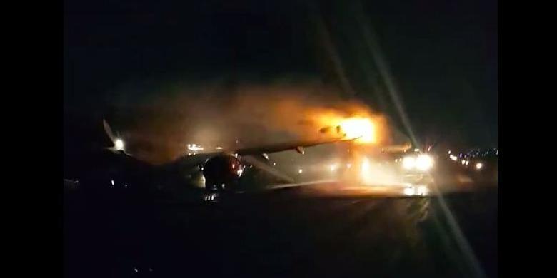 Video Pesawat Batik Air Terbakar di Bandara Halim Perdanakusuma ...
