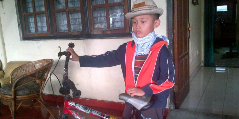Daffa Farros Oktoviarto , bocah SD yang menghadang laju pengendara motor di trotoar di jalan Sudirman, Kota Semarang | Kompas.com