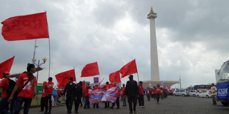 """Peringati """"May Day"""", Ribuan Buruh Bergerak ke GBK"""