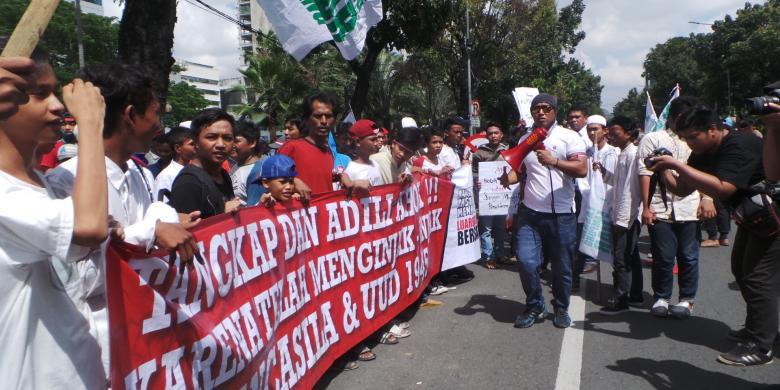 Kemarahan Warga Jakarta Utara Yang Tumpah Di Depan Balai Kota Dan Kpk