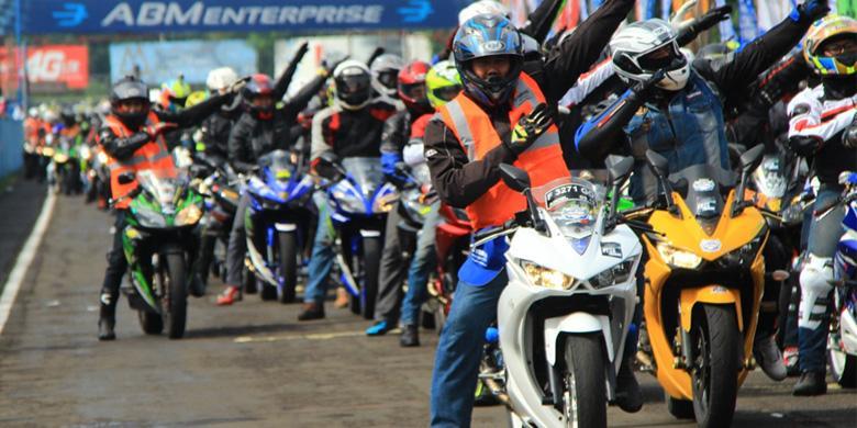 """""""Victory Lap"""" Ribuan Penunggang Yamaha R Series di Sentul"""