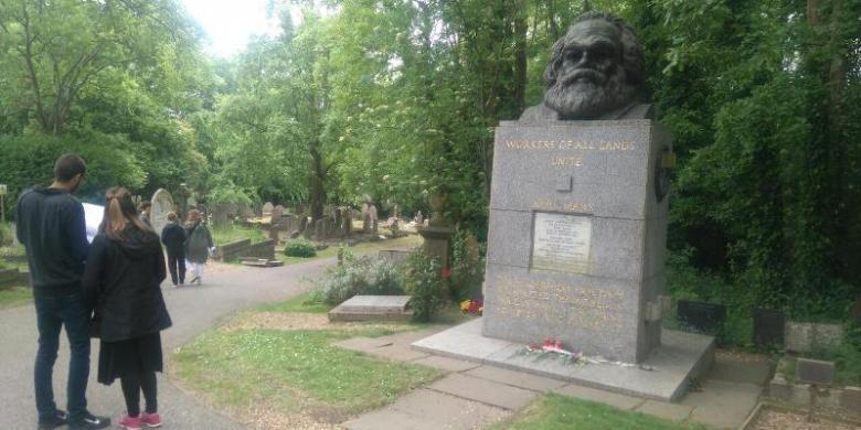 """""""Berburu"""" Makam Asli Karl Marx Di Kota London"""