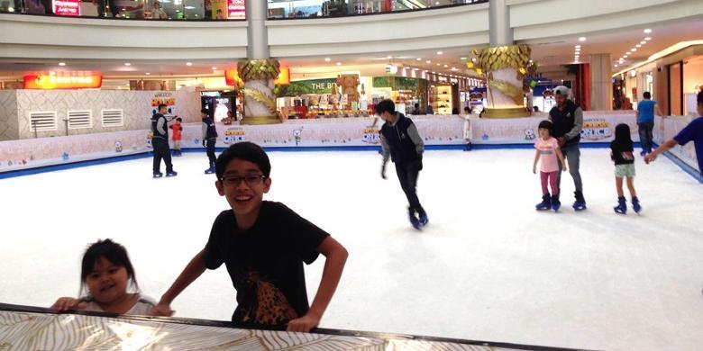 """Mau Ngabuburit? Yuk Coba """"Ice Skating"""" Di Depok"""