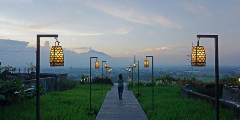 Berbuka Puasa Dengan Pemandangan Candi Prambanan Dan Gunung Merapi