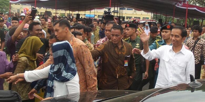 Jokowi Bagi bagi Sembako Lebaran Di Kampung Nelayan