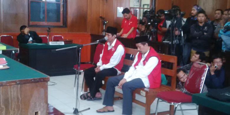 Sidang vonis kasus pembunuhan aktivis Salim Kancil di PN Surabaya