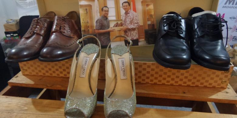 Dua Pasang Sepatu Ahok Akan Dilelang