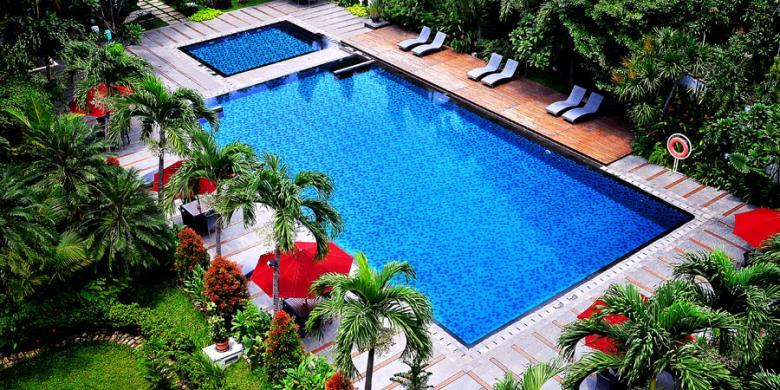 Wajib Berenang Di Hotel Santika Cirebon, Ini Alasannya…