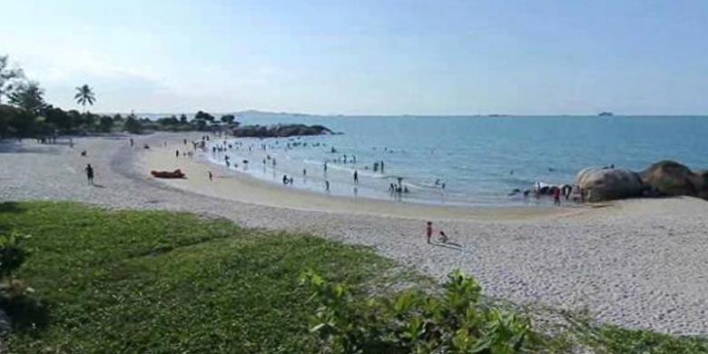 pantai rambak primadona baru wisatawan di pulau bangka