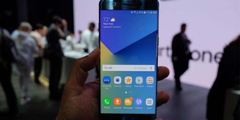 Dibanting, Lebih Kuat Galaxy Note 7 Atau IPhone 6s?