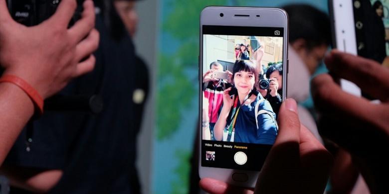 "Membandingkan Hasil ""Selfie"" Oppo F1s Dan Vivo V5"