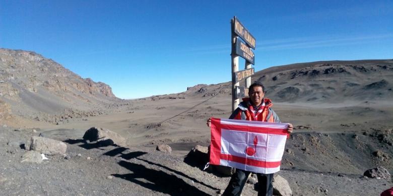 Bendera Pramuka Berkibar Di Puncak Kilimanjaro