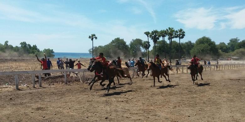 0846598Pacuan Kuda di Pantai tanjung Bastian 1780x390 » Garuda Indonesia Didesak Buka Rute Kupang-Darwin