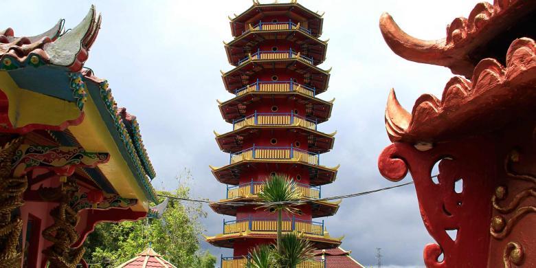 Jika Ke Tomohon, Mampirlah Di Wihara Dan Pagoda Nan Indah Ini
