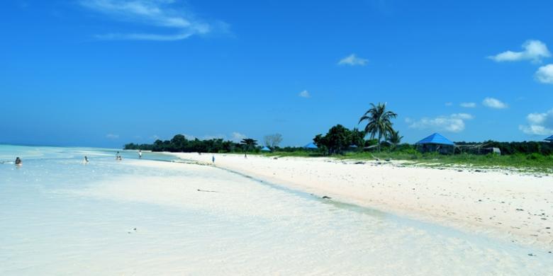 Indahnya Pasir Putih Pantai Mutiara Di Buton