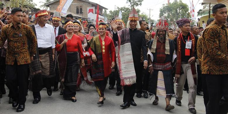 Jokowi Minta Karnaval Pesona Danau Toba Digelar Setiap Tahun