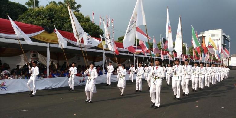 Bendera Peserta Asian Games Dikirab Di Jember Fashion Carnival