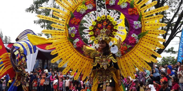 Sempat Diguyur Hujan, Malang Flower Carnival Berlangsung Meriah