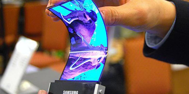 Ponsel Samsung Ini Bisa Berubah Jadi Gelang