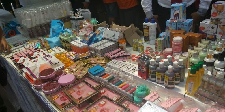 Squishy Di Pasar Asemka : Berita Indonesia Raya: Edarkan Produk Kecantikan Palsu di Asemka dan Situs Jual Beli