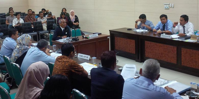 Ketua AISI tengah memberikan penjelasan dalam majelis hakim, dugaan praktik kartel antara Yamaha dan Honda di Kantor KPPU, Selasa (6/9/2016). (Foto oleh Febri A/KompasOtomotif)