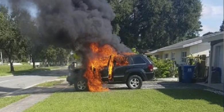 Mobil Hangus Terbakar, Pemilik Tuding Galaxy Note 7