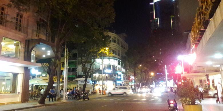 """Semalaman """"Mencari Angin"""" Di Ho Chi Minh City"""