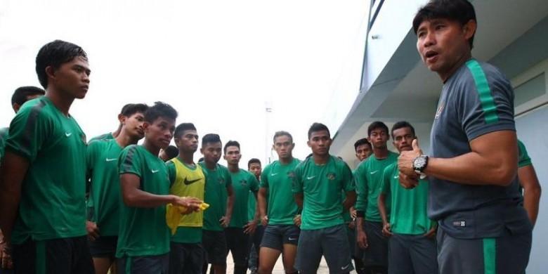 Persegres Gaet Eduard Tjong sebagai Pelatih Baru