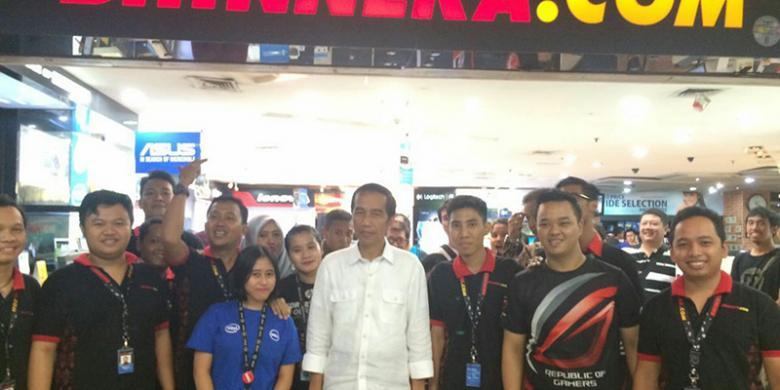 Jokowi Dan Kaesang Sambangi Pusat Komputer Mangga Dua