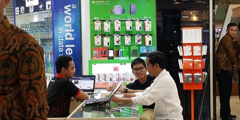 Rangkaian Foto Jokowi Belanja Di Pusat Komputer Mangga Dua