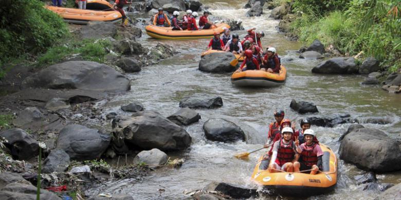"""Menikmati """"Fun Rafting"""" di Malang Raya video viral info traveling info teknologi info seks info properti info kuliner info kesehatan foto viral berita ekonomi"""