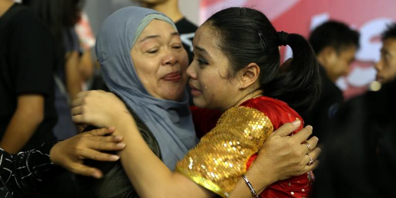 PON 2016: Tangis Haru Juwita Niza Dalam Pelukan Sang Ibunda
